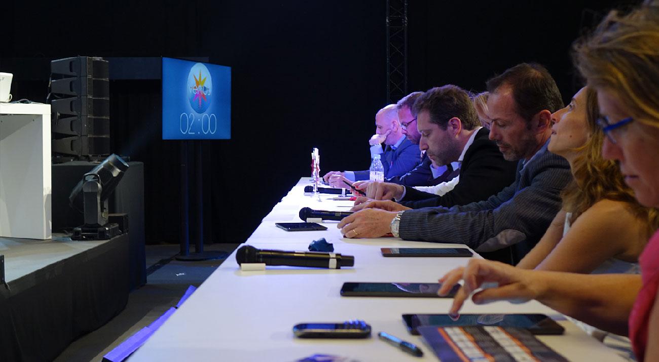 Jury qui vote depuis son smartphone